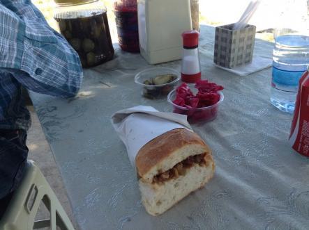 オンリーモツ・ごまかしのきかないサンドイッチ