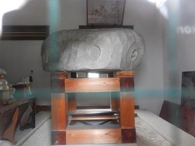 楯築神社の石