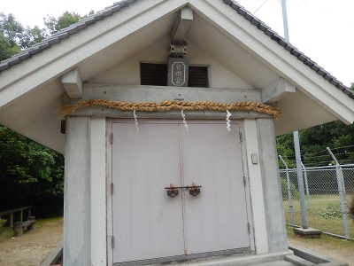 楯築神社の石保管庫