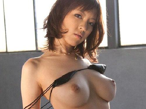 【エロ画像】ランジェリー脱ぎ卑猥な裸体を眺め激エロ交尾へ