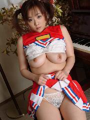 日本ダービーに向けてHな女の子も卑猥な姿で応援 【チアガールエロ画像20枚】