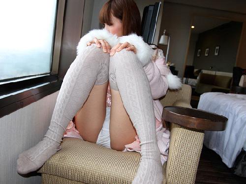 パンツや股間を見せつけて誘ってくるエロエロなお姉さんの画像(36枚)