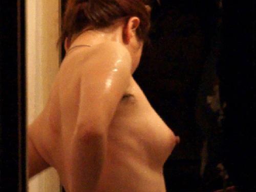 窓開けてシャワーは乳丸見えでダメだってばよwww