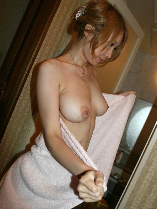 風呂上りにバスタオルでおっぱい