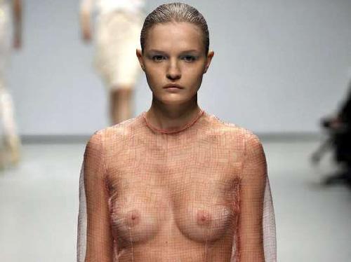 ファッションショーおっぱい乳首エロ画像