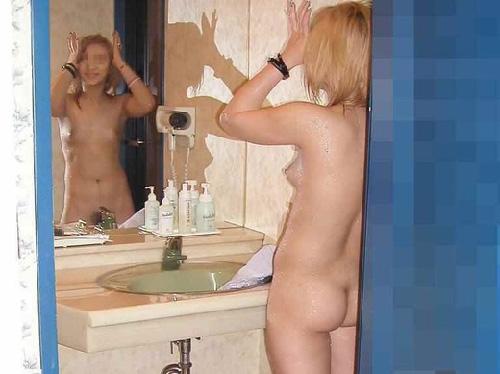 洗面所で撮った画像ってなんでこんなそそるの?【素人エロ画像34枚】
