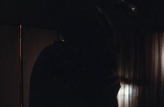 【石橋杏奈】抱き合って激しいキスを交わすラブシーン