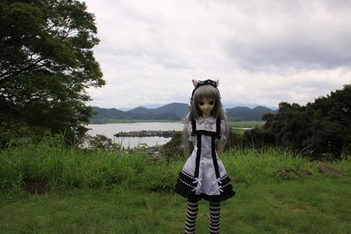 湖を背景にその1