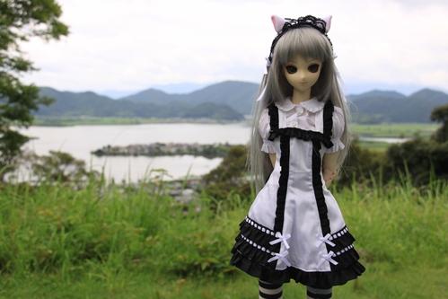 湖を背景にその2