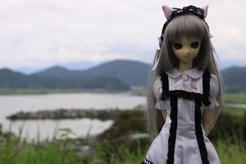 湖を背景にその3