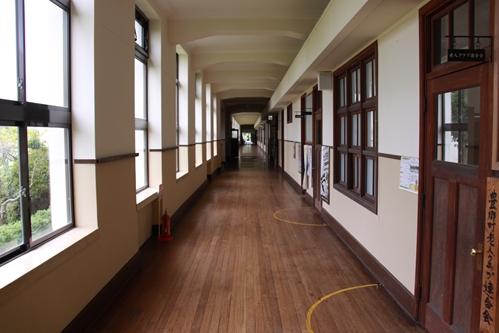 小学校1階廊下