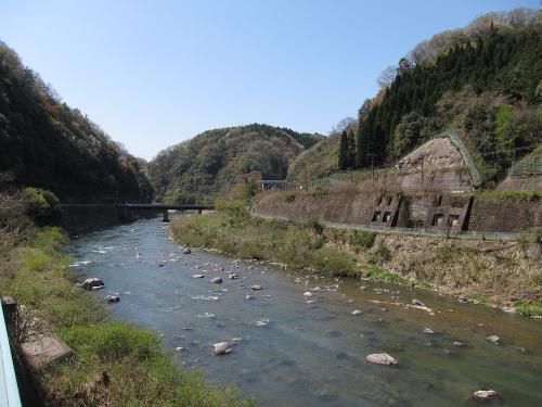 古虎渓駅と土岐川(庄内川)