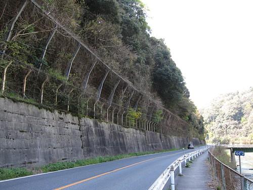 古虎渓駅付近の愛岐道路