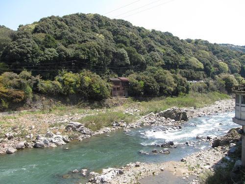 庄内川沿いの廃屋
