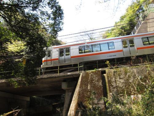 中央本線・八谷洞橋りょうを通過する313系