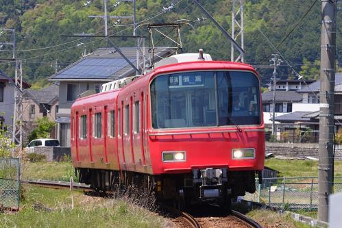 名鉄御嵩口駅に進入する列車