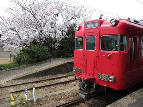 桜と蒲郡行き普通列車 in 吉良吉田駅