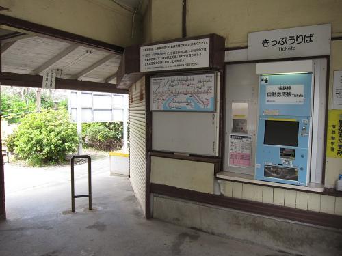 名鉄西浦駅駅舎・改札口