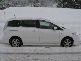 雪の中のプレマシー