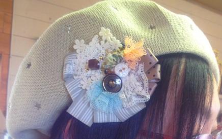 コサージュとベレー帽
