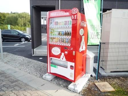 ラ・メゾンドゥロサ敷地内自動販売機