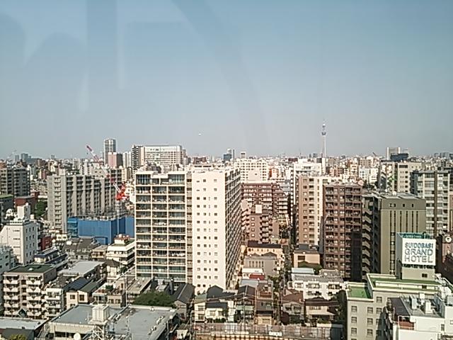 右のタワー状の建物は東●スカイツリー・・・?