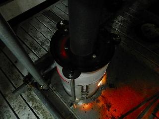 天板となるステンレス1mm厚のラウンドプレートは赤くなっていますが煙突部分は大丈夫