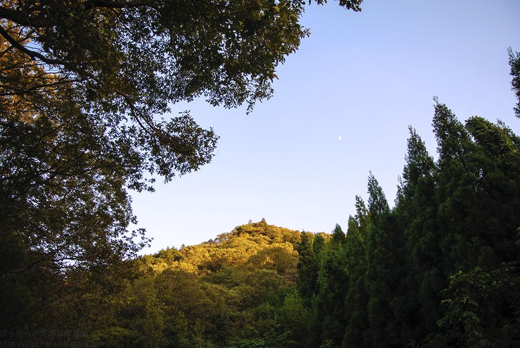 夕焼けの山