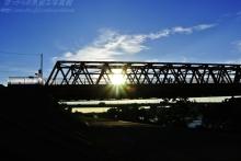 $ぽっからの気侭な写真館-鉄橋と夕陽といがぐり!?