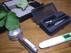 [写真]硝酸イオン濃度を測定する