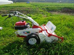 [写真]オーレック社の自走式草刈機