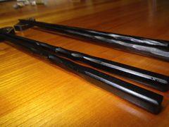 [写真]山田政義作の縞黒檀の箸