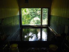 [写真]千葉・君津の濃溝温泉「千寿の湯」の湯船の様子