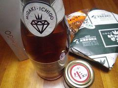 [写真]仙台の友人からのお土産(イチゴのスパークリングワイン、牛タンのラー油、笹カマ、ホヤのポイル)