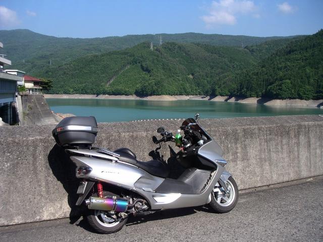 井川五郎ダム堤頂より井川湖 (640x480)