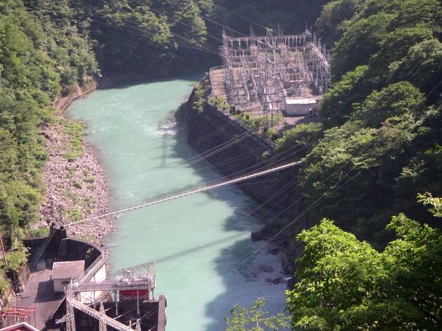 井川五郎ダム堤頂より発電所Ⅱ (640x480)