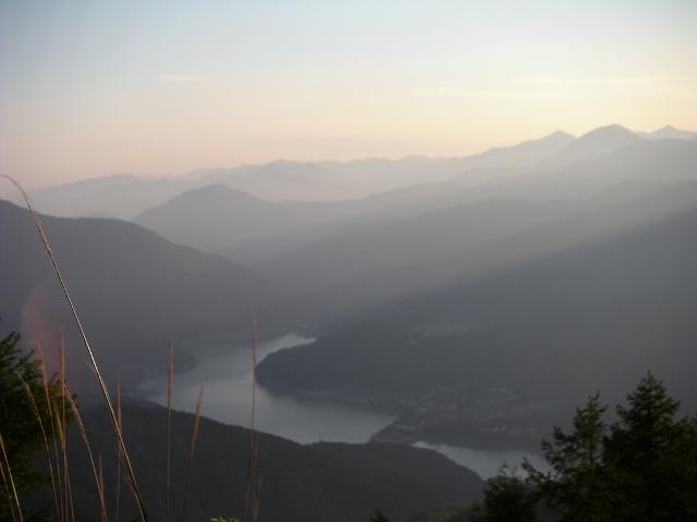 勘行峰林道より井川湖 (640x480)