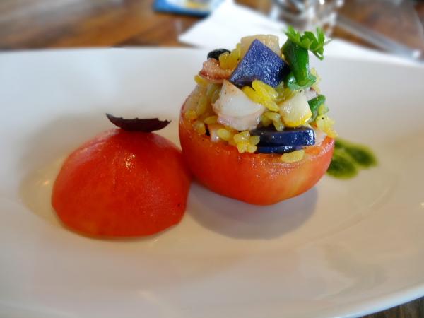 131014_16みくりや小町(地トマト)に詰めた魚介とお米のサラダ現像