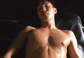 ゲイ動画:[男のプリケツ] 競パンからはみ出る巨根の腹筋もっこり22歳 !! 後編 好帥哥