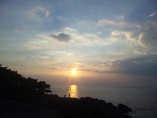 神在月の出雲、日本海に沈む夕日