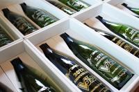 Vジャンプ創刊20周年記念彫刻ワイン