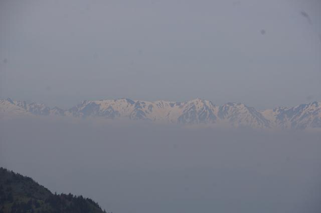 草津白根山からのぞむ遠くに見えるアルプスの峰々