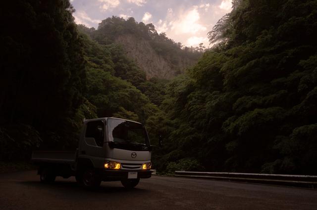 マツダ タイタン ダッシュ と 神戸岩