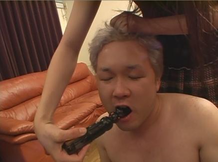 M男の肛門に挿さったバイブは自分で舐め掃除させるギャル様06