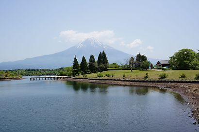 富士山と新緑田貫湖の画像-6