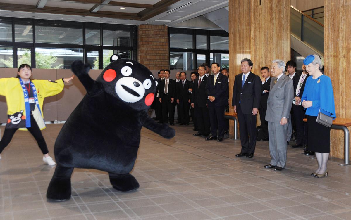 熊本県に滞在中の天皇、皇后両陛下