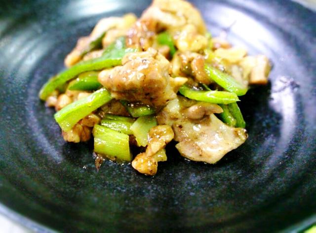 鶏肉とクルミの和風炒め