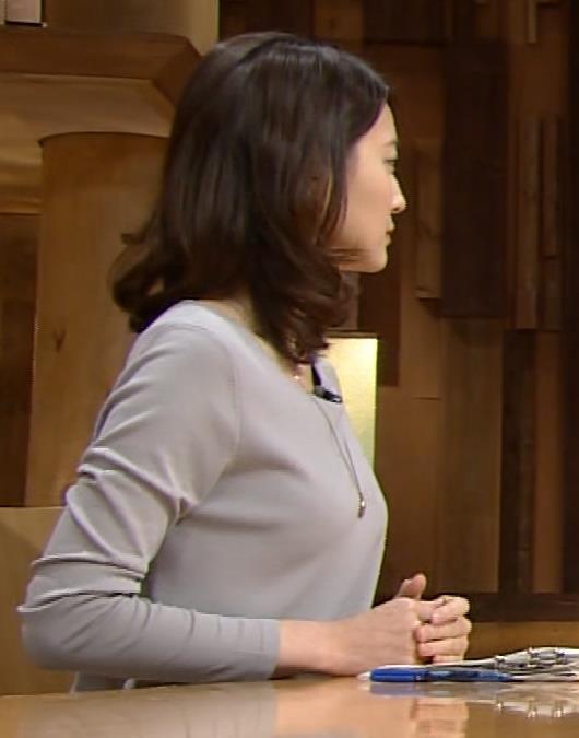 小川彩佳 横乳(報道ステーション 201400118)