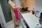 人妻 裸エプロン&ヌード画像 1