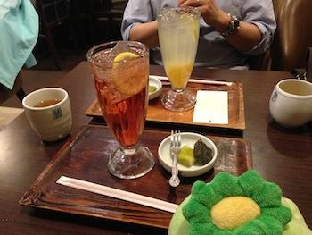 茶母の紅酢サイダー